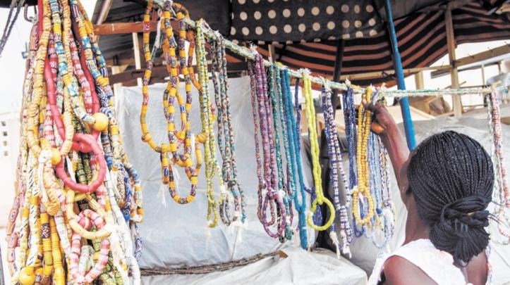 La tradition ancestrale des perles revient à la mode au Togo