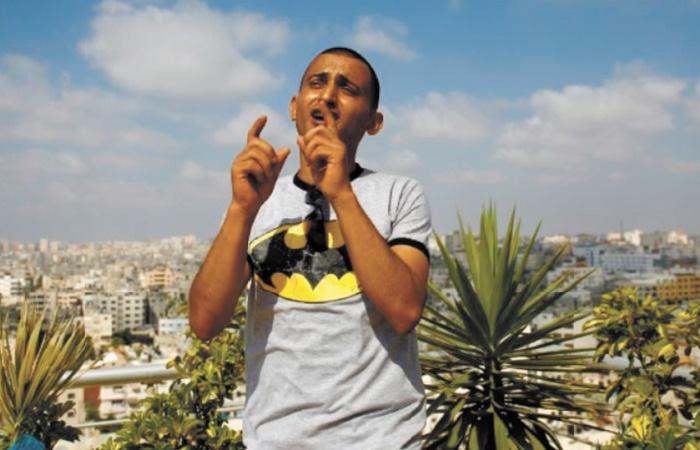 Adel Mechoukhi chante les chats et la lessive contre la déprime à Gaza
