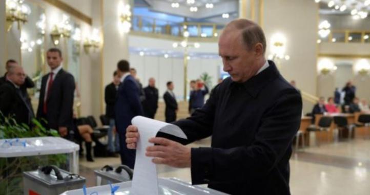 Le parti pro-Kremlin de Poutine remporte une écrasante majorité à la Douma