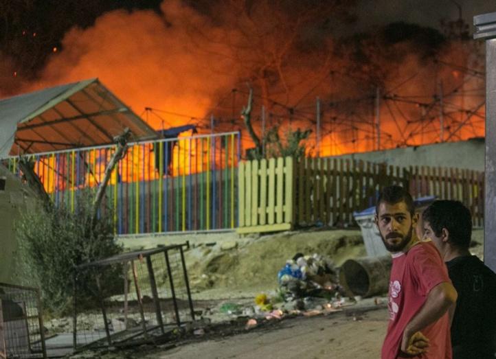 Un gigantesque incendie ravage le camp de migrants de Moria à Lesbos