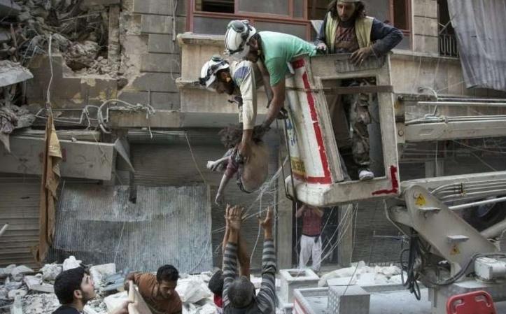 """Kerry menace Moscou et l'ONU dénonce des """"crimes de guerre"""" à Alep"""