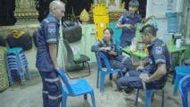 Dans le chaos des rues de la capitale laotienne, de rares secouristes bénévoles
