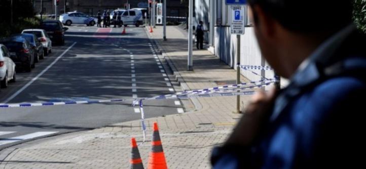 """Deux policiers bruxellois poignardés dans une apparente """"attaque terroriste"""""""