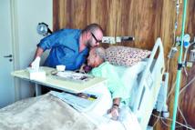 Le Souverain rend visite  à Abderrahmane  El Youssoufi