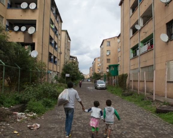 Les grands ensembles de banlieues remplacent les taudis à Addis-Abeba
