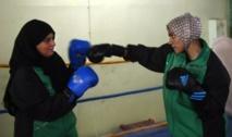 Un insolite duo de boxeuses mère-fille au Pakistan