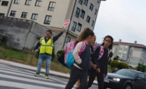 En Espagne, des enfants heureux d'aller seuls à l'école