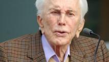 Kirk Douglas, légende de l'âge d'or hollywoodien, fête ses 100 ans
