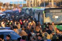 Des milliers de Syriens quittent Alep
