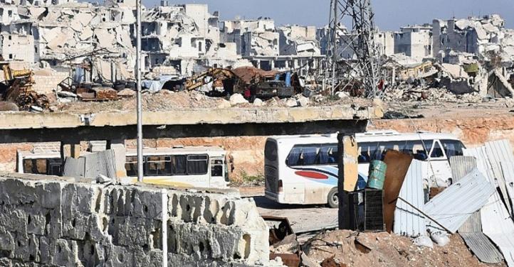Des dizaines de navettes évacuent les derniers rebelles d'Alep