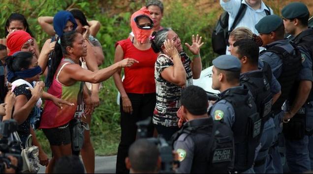 Une émeute entre bandes fait 56 morts dans une prison au Brésil