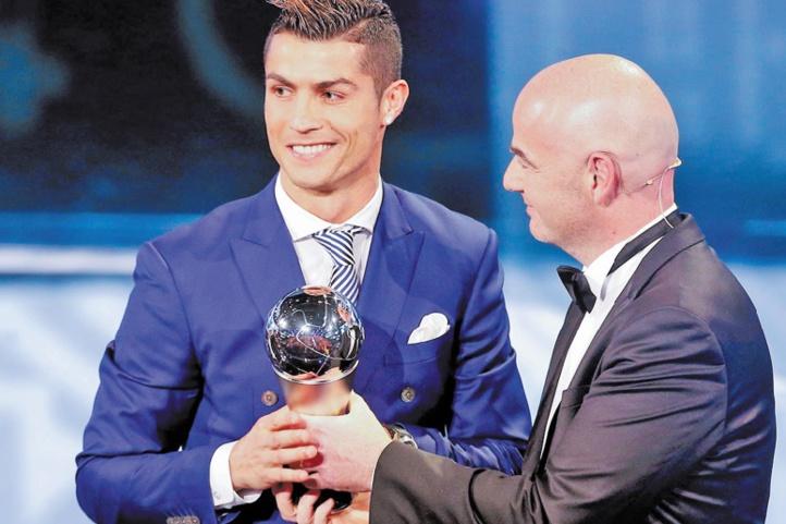 Ronaldo décroche le Prix FIFA Ranieri meilleur entraîneur