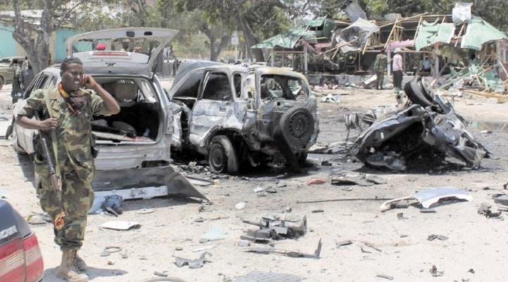 Au moins 7 morts dans une double explosion à Mogadiscio