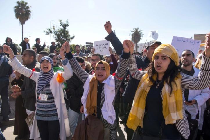 Des milliers de Marocains manifestent contre la corruption