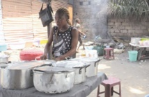 L'essor des malewa, gargotes de rue d'une capitale en crise