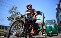 """Crazy Auntie "" , seule femme cyclo-rickshaw du Bangladesh"