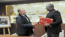 Poignée de mains entre Faouzi Lakjaa et Manuel Lopes Nascimento. Ph. frmf.ma
