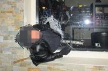 Insolite : Un cambrioleur reste coincé dans la vitrine du magasin, les gendarmes tweetent sa photo