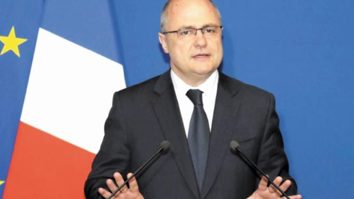 Après le débat, la présidentielle française toujours parasitée par les affaires
