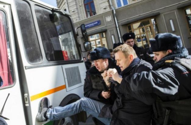 L'UE appelle la Russie à libérer sans tarder les manifestants : L'opposant Navalny face à la justice