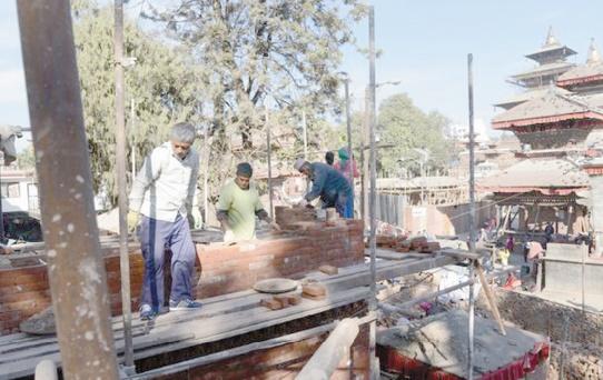 Le patrimoine du Népal menacé par une reconstruction bâclée