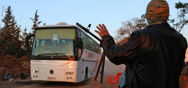 L'évacuation de 3.000 Syriens bloquée en route