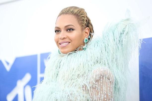 """Beyoncé remporte le Peabody Award pour """"Lemonade"""""""
