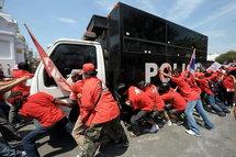 Le siège du gouvernement thaïlandais encerclé par 10.000 manifestants