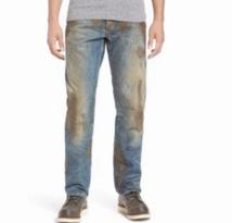Un jean couvert de fausse boue vendu à 425 euros