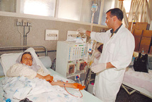 Reportage dans un centre d'hémodialyse : La vie suspendue