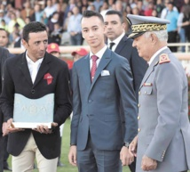 S.A.R le Prince Héritier Moulay El Hassan présidant, la remise du Grand Prix du concours de saut d'obstacles de la Garde Royale.