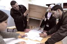 """Il a été réélu pour un troisième mandat avec """"90,24%"""" des voix : Bouteflika bien évidemment !"""