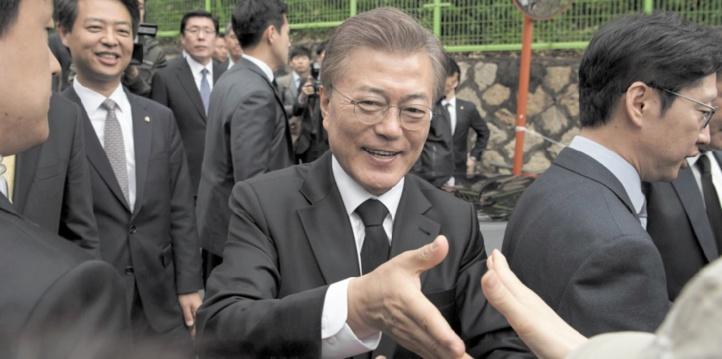"""La dénucléarisation de Pyongyang, """"objectif commun"""" de Xi et Moon"""