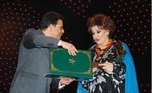 Warda Al Jazairia décorée du Ouissam Alaouite de l'Ordre de Commandeur