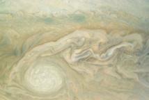 La sonde spatiale Juno révèle un visage très différent de Jupiter