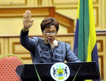 La présidente par intérim prête serment  : Le Gabon prépare l'après Bongo