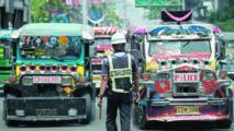"""L'avenir incertain des jeepneys, """"dinosaures"""" des routes philippines"""