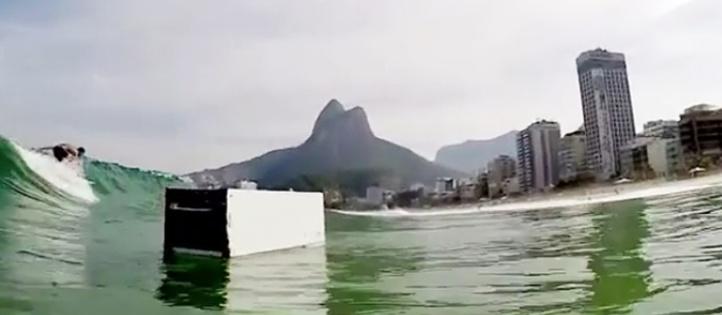 Insolite : Le surfeur de Rio