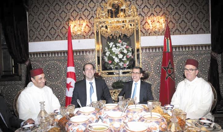 S.M le Roi offre un iftar en l'honneur du chef du gouvernement tunisien