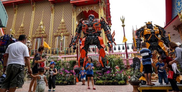 Insolite : Des statues de superhéros dans les temples bouddhistes