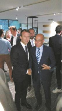 … En compagnie du président  français  Emmanuel Macron