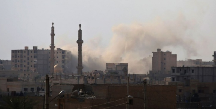 """Près de 100.000 civils """"pris au piège"""" à Raqa selon l'ONUPrès de 100.000 civils """"pris au piège"""" à Raqa selon l'ONU"""