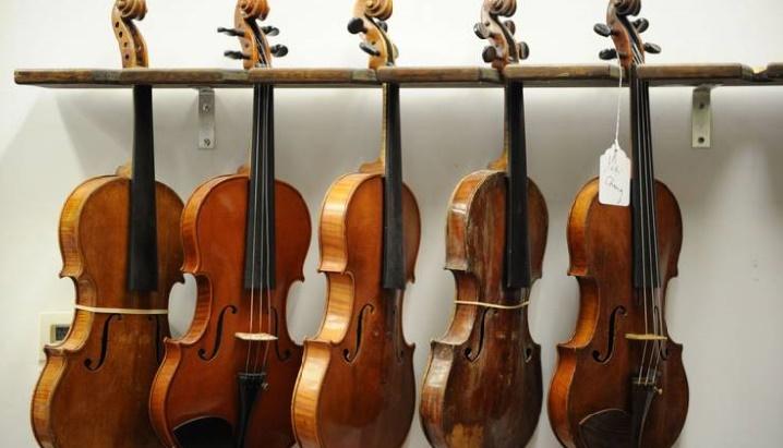 Insolite : Violons détruits