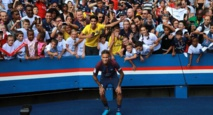 """""""Ici c'est""""... Neymar! Le Parc des Princes célèbre sa nouvelle star"""
