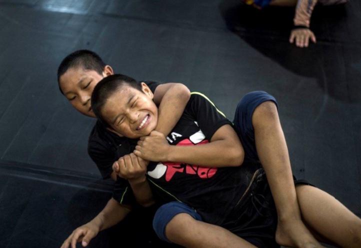 En Chine, les combats violents d'orphelins font débat