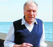 L'acteur et comédien français joue Jacques Prévert, Boris Vian et Robert Desnos à Meknès : Hommage à Jean-Louis Trintignant