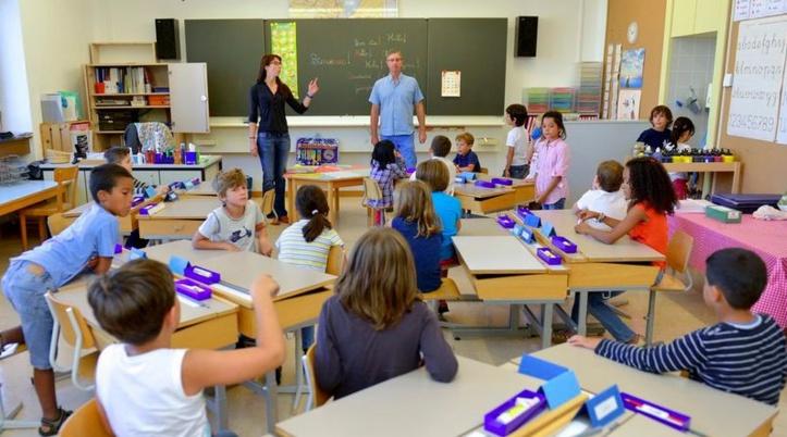 Apprendre les bonnes manières dans la dernière école du genre en Suisse