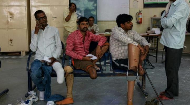 En Inde, des prothèses bon marché remettent les amputés sur pied