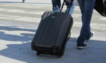 Deux bras dans la valise