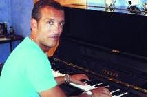 Aziz Bouderbala : Du foot à l'écran
